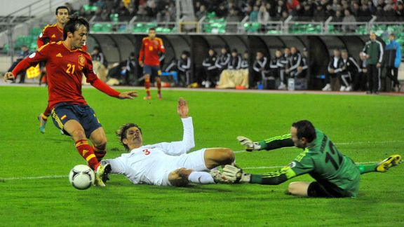 Spain's David Silva vies with Belarus' Aleksandr Martynovich and goalkeeper Segey Veremenko