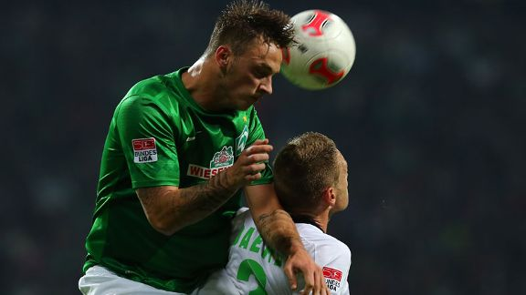 Werder Bremen climbed above Monchengladbach in a 4-0 win.