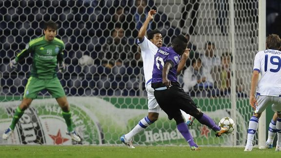 Silvestre Varela fires home the opener for Porto against Dynamo Kiev