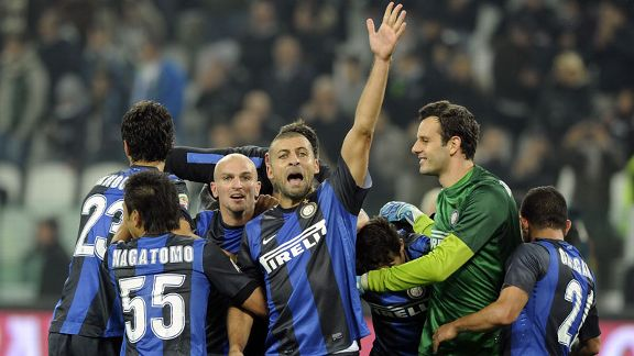 Walter Samuel leads the celebrations as Inter snapped Juve's 49-match unbeaten run