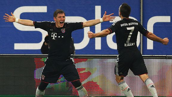 Bastian Schweinsteiger and Franck Ribery celebrate a goal in the 3-0 win at Hamburg