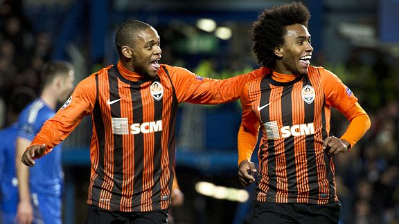 Luiz Adriano joins Willian in celebration