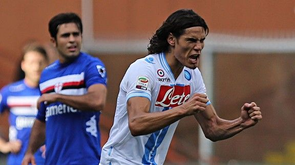 Edinson Cavani celebrates after firing home a penalty against Sampdoria