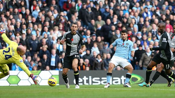 Sergio Aguero scores for Man City against Tottenham
