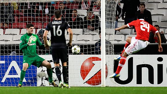 Ezequiel Garay fires home Benfica's winner over Celtic, leaving Group G on a knife-edge