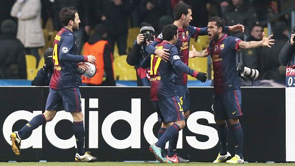 Barcelona celebrate after Dani Alves put them in front