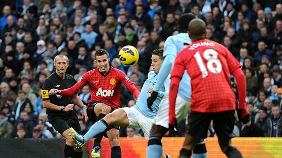 Robin van Persie's last minute goal won the Manchester derby for United