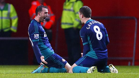 Steven Fletcher celebrates with Craig Gardner after putting Sunderland into the lead at Southampton