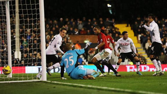 Bryan Ruiz scores for Fulham to reduce the arrears against Swansea