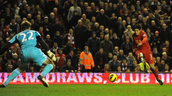 Luis Suarez puts Liverpool 2-0 in front against Sunderland