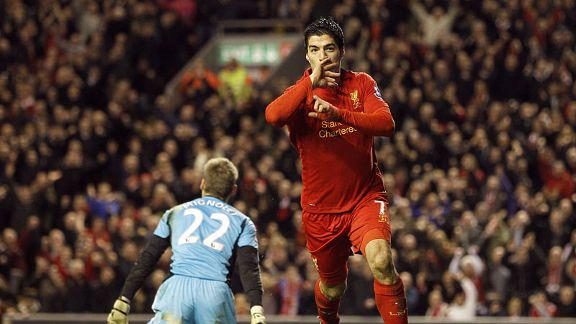 Luis Suarez celebrates his second goal and Liverpool's third against Sunderland