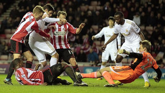 Danny Graham sees a late chance go begging as the Sunderland defence close him down