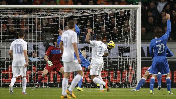 Jeremain Lens fires Netherlands into the lead against Italy