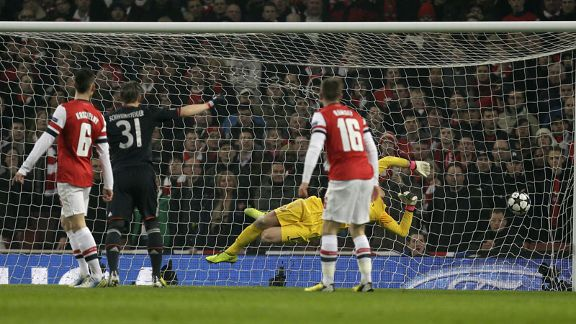 Wojciech Szczesny dives in vain as Toni Kroos scores for Bayern Munich against Arsenal