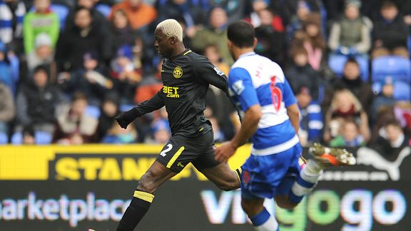 Arouna Kone prepares to score his second goal for Wigan against Reading
