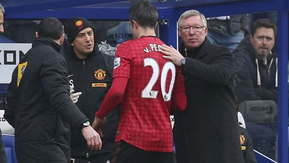 Robin van Persie limps off during Manchester United's game against QPR