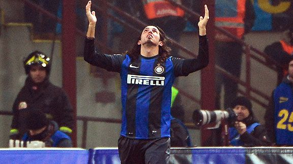 Inter Milan's Ezequiel Schelotto celebrates after scoring the equaliser in the Milan derby