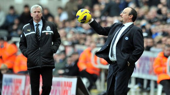 Rafael Benitez catch ball Alan Pardew