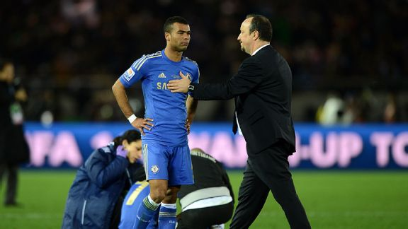 Rafael Benitez consoles his players after Chelsea lost the final of the Club World Cup.