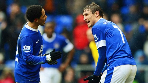 Steven Pienaar argue Nikica Jelavic as Everton's FA Cup dream dies