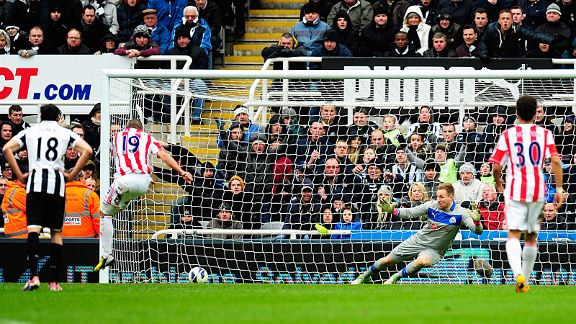 Jon Walters sends Rob Elliot the wrong way to give Stoke the lead from the spot at Newcastle