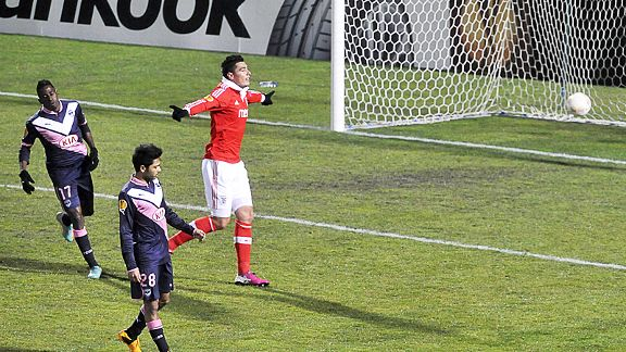 Oscar Cardozo celebrates after scoring Benfica's third goal in their win at Bordeaux