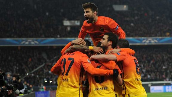 Barcelona celebrate after taking a late lead through a Xavi Hernandez penalty