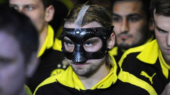 Marcel Schmelzer and his Dortmund team-mates prepare to do battle at La Rosaleda