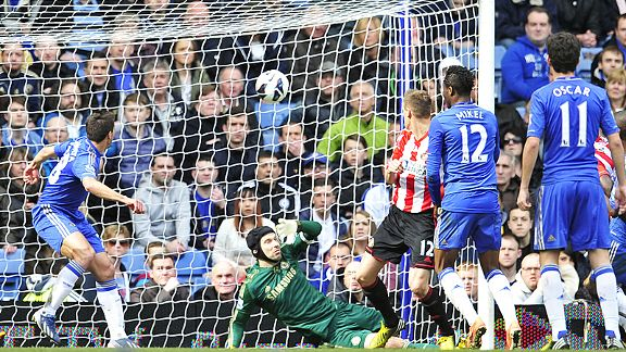 Cesar Azpilicueta (l) can only watch on after sending the ball into his own net to give Sunderland the lead