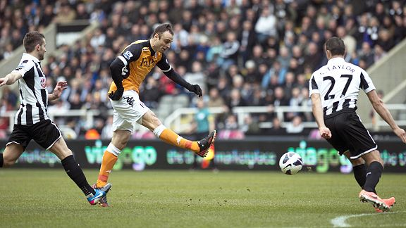 Dimitar Berbatov tries his luck at Newcastle