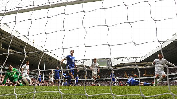 Gylfi Sigurdsson fires in from close range to earn Spurs a point against Everton