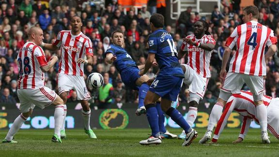 Michael Carrick scores the opening goal at Stoke