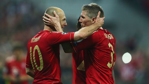 Arjen Robben and Bastian Schweinsteiger celebrate during Bayern Munich's win against Barcelona