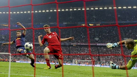 Thomas Muller grabs his second goal against Barcelona