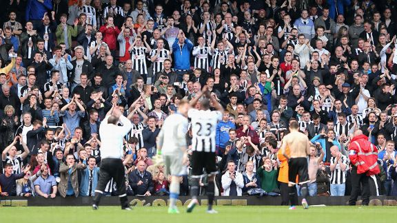 Newcastle players applaud the fans after the draw at West Ham