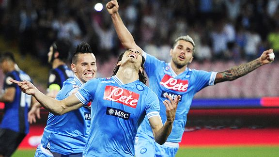 Napoli celebrate after Edinson Cavani scored his first against Inter