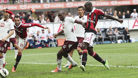 Mario Balotelli scores Milan's winner against Torino