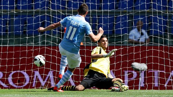 Miroslav Klose scores for Lazio against Bologna