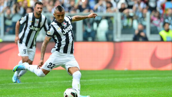 Arturo Vidal scores a penalty for Juventus against Palermo