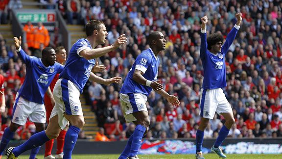 Everton players protest as they realise Sylvain Distin's goal has been chalked off