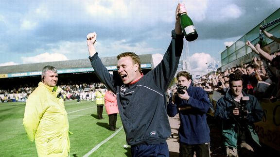 David Moyes celebrates Preston's promotion to Division One in 2000