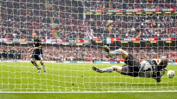 Jens Lehmann saves Scholes' penalty in the 2005 FA Cup final
