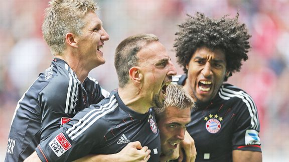 Bayern Munich celebrate after Franck Ribery's double earned a thrilling 4-3 win at Borussia Monchengladbach