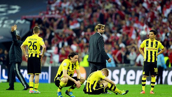 Jurgen Klopp tries to pick his players up after they lost the Champions League final