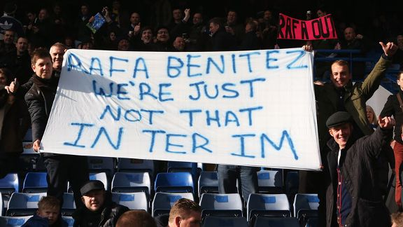 Chelsea fans make their feelings known to Rafa Benitez