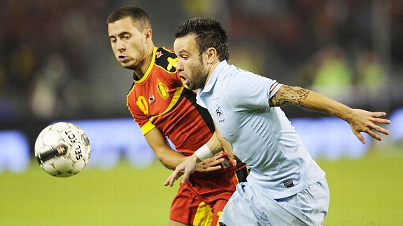 Eden Hazard vies with France's Mathieu Valbuena