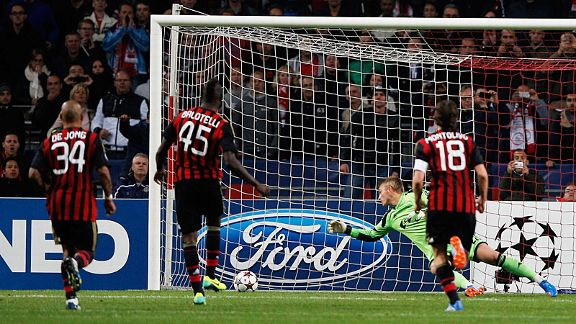 Mario Balotelli scores from the spot to snatch a last-gasp point for Milan at Ajax.