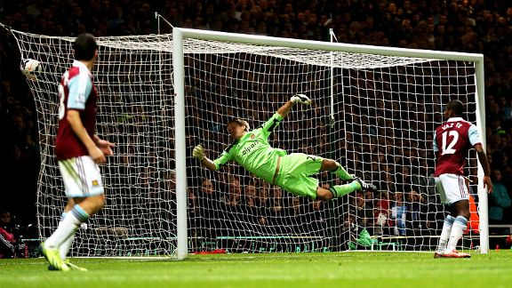 Jussi Jaaskelainen can't keep out Sergio Aguero's header which put Man City two up at West Ham.