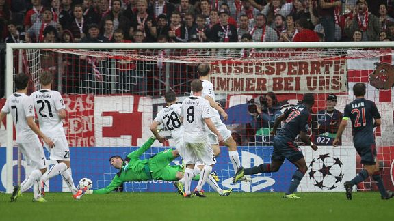 David Alaba doubles Bayern's lead against Plzen.