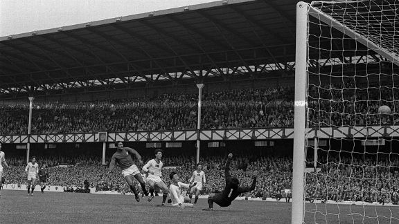 Eusebio inspires Portugal to 5-3 win over Korea in 1966 with four goals